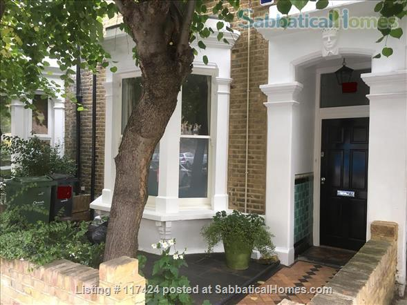 DOUBLE ROOM AND PRIVATE SHOWER ROOM IN CLEAN FRIENDLY FAMILY HOUSE NEAR OVAL/CAMBERWELL Home Rental in Greater London, England, United Kingdom 1