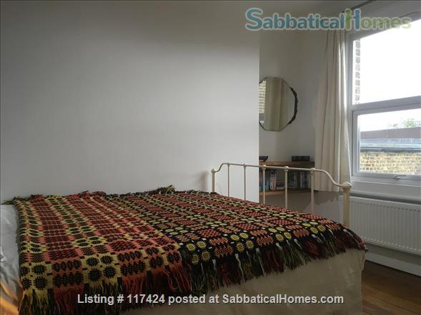 DOUBLE ROOM AND PRIVATE SHOWER ROOM IN CLEAN FRIENDLY FAMILY HOUSE NEAR OVAL/CAMBERWELL Home Rental in Greater London, England, United Kingdom 2