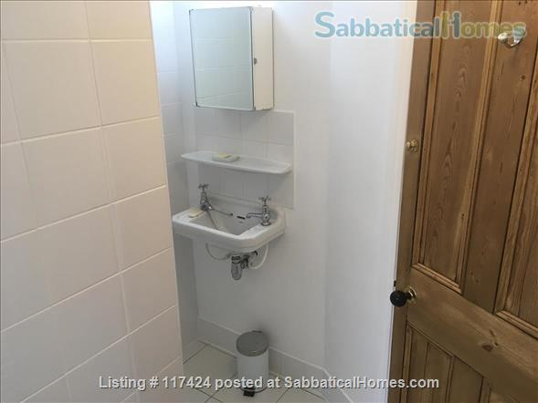 DOUBLE ROOM AND PRIVATE SHOWER ROOM IN CLEAN FRIENDLY FAMILY HOUSE NEAR OVAL/CAMBERWELL Home Rental in Greater London, England, United Kingdom 4