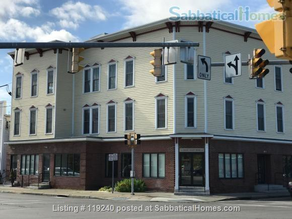 Value for Money, Modern 2BR/2BA  Condo (Convenient and Accessible to Cornell and  Ithaca College) Home Rental in Ithaca, New York, United States 9