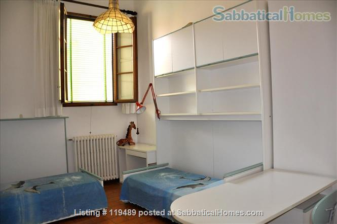 Fast WiFi, remote work (apt.2D)  Charming, Quiet, Family-friendly 2br Apt in Central Ancient Bldg w/Elevator. Home Rental in Firenze, Toscana, Italy 3