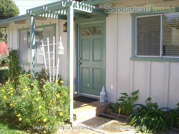 Sunny Santa Barbara cottage with private yard Home Rental in Santa Barbara, California, United States 1