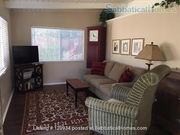 Sunny Santa Barbara cottage with private yard Home Rental in Santa Barbara, California, United States 0