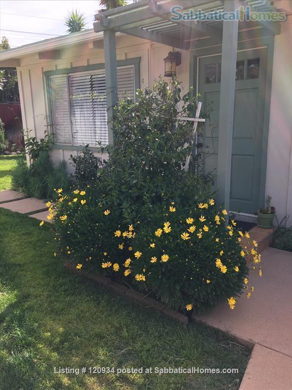 Sunny Santa Barbara cottage with private yard Home Rental in Santa Barbara, California, United States 4