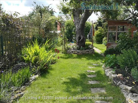 SUMMER LET - Oxford Family Home with lovely garden. 10 mins' drive to city centre, quiet area, easy parking, all bills included.  STILL AVAILABLE FOR 12 DAYS FROM JULY 7 -19. Home Rental in Oxford, England, United Kingdom 0