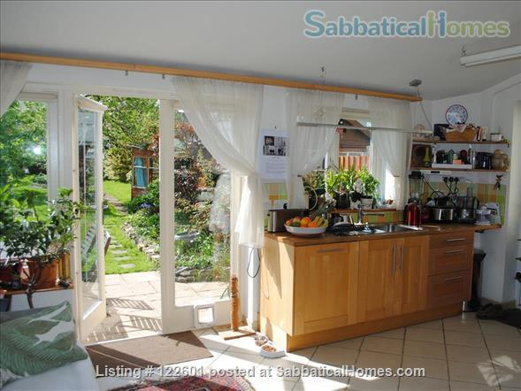 SUMMER LET - Oxford Family Home with lovely garden. 10 mins' drive to city centre, quiet area, easy parking, all bills included.  STILL AVAILABLE FOR 12 DAYS FROM JULY 7 -19. Home Rental in Oxford, England, United Kingdom 4