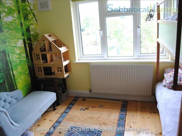 SUMMER LET - Oxford Family Home with lovely garden. 10 mins' drive to city centre, quiet area, easy parking, all bills included.  STILL AVAILABLE FOR 12 DAYS FROM JULY 7 -19. Home Rental in Oxford, England, United Kingdom 6
