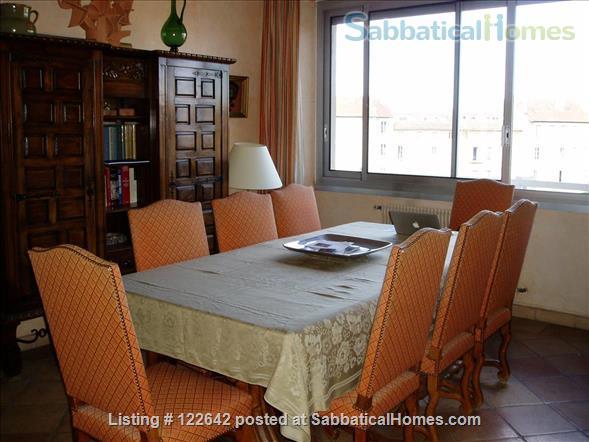 Sunny apartment in the heart of Aix-en-Provence Home Rental in Aix-en-Provence, Provence-Alpes-Côte d'Azur, France 3