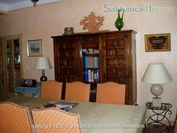 Sunny apartment in the heart of Aix-en-Provence Home Rental in Aix-en-Provence, Provence-Alpes-Côte d'Azur, France 4