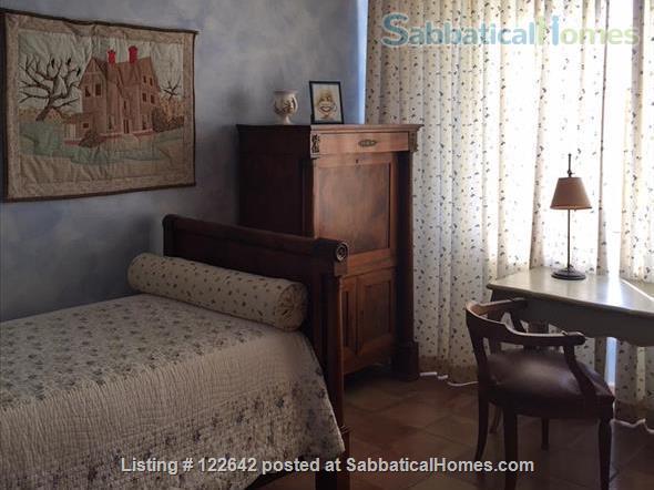 Sunny apartment in the heart of Aix-en-Provence Home Rental in Aix-en-Provence, Provence-Alpes-Côte d'Azur, France 6