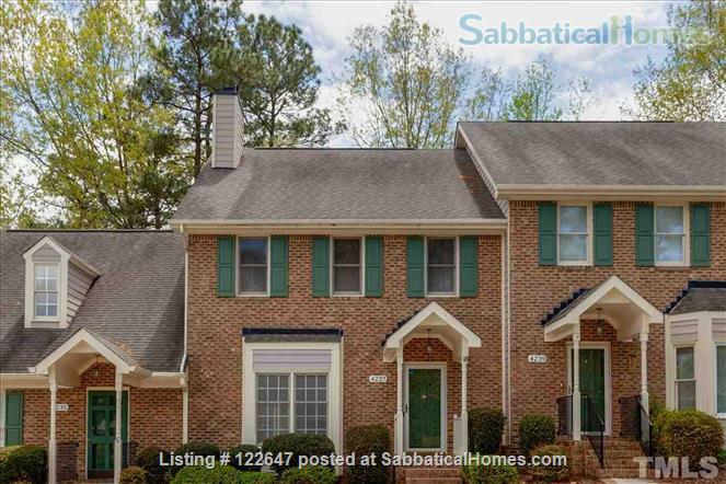 Beautiful townhome in wooded Durham neighborhood with central location! Home Rental in Durham, North Carolina, United States 1