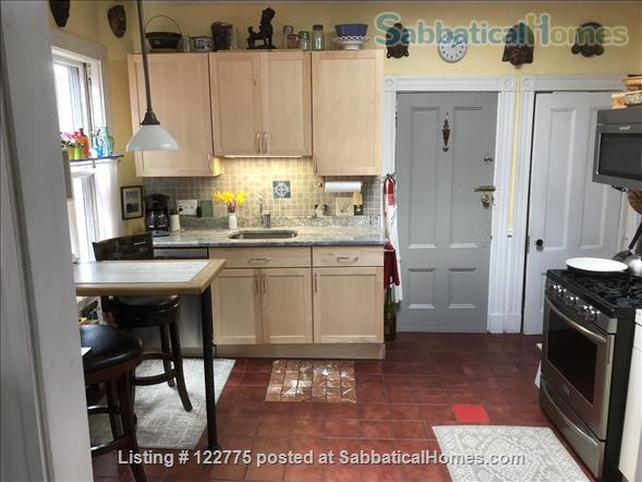 Open,sunny 3 bedroom condo, 12 minute walk to Harvard Square. Home Rental in Cambridge, Massachusetts, United States 0