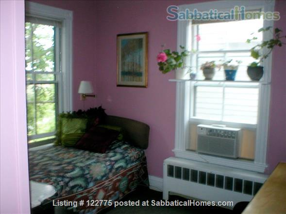 Open,sunny 3 bedroom condo, 12 minute walk to Harvard Square. Home Rental in Cambridge 6