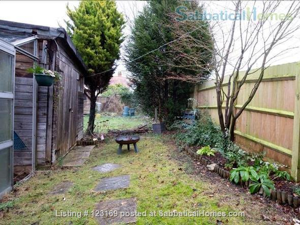 Stylish 1 bedroom flat with private garden - quiet street in Oxford (all inclusive!) Home Rental in Oxford, England, United Kingdom 7