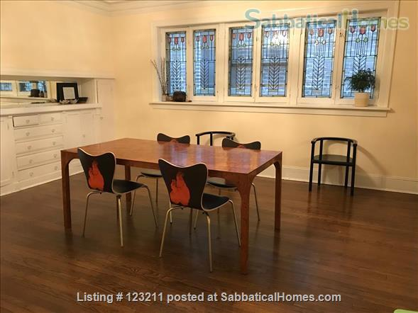 Gorgeous Lincoln Park Apartment. Walk to Lakefront, Shopping,Restaurants. All Wood Floors Home Rental in Chicago, Illinois, United States 2