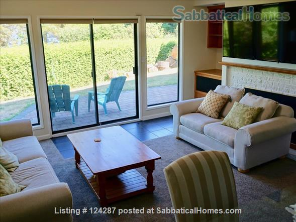 Bright, modern 2-bedroom suite: Ocean Views, walk  to Arbutus Cove & UVic. Home Rental in Victoria, British Columbia, Canada 2