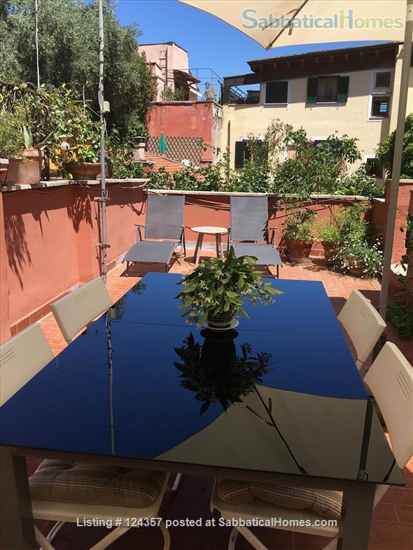 A haven of green and light in the centre of Rome: totally silent independent house with a large roof top terrace and a lush private garden. Home Rental in Roma, Lazio, Italy 2