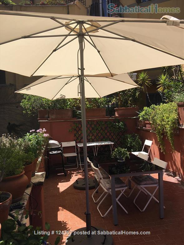 A haven of green and light in the centre of Rome: totally silent independent house with a large roof top terrace and a lush private garden. Home Rental in Roma, Lazio, Italy 3