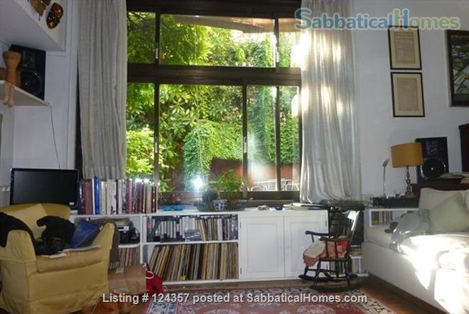 A haven of green and light in the centre of Rome: totally silent independent house with a large roof top terrace and a lush private garden. Home Rental in Roma, Lazio, Italy 6