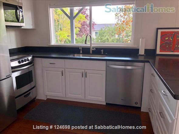 Hawthorne Hills. One bedroom apartment in daylight basement, with private entrance.  Home Rental in Seattle, Washington, United States 3