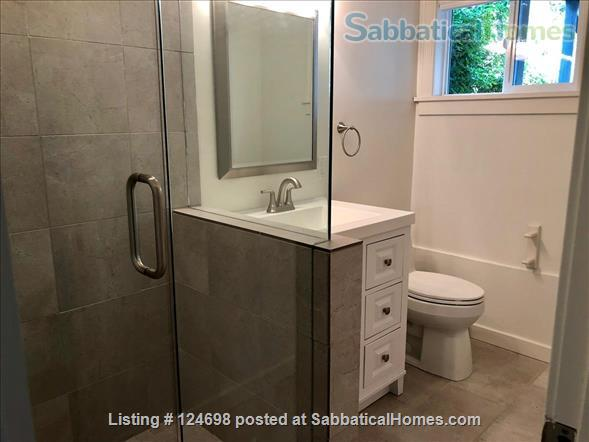 Hawthorne Hills. One bedroom apartment in daylight basement, with private entrance.  Home Rental in Seattle, Washington, United States 5