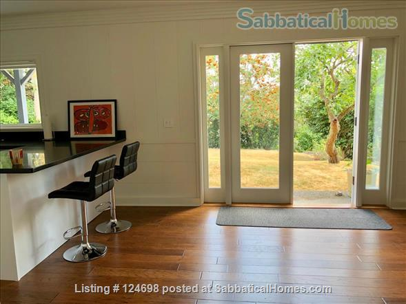 Hawthorne Hills. One bedroom apartment in daylight basement, with private entrance.  Home Rental in Seattle, Washington, United States 7
