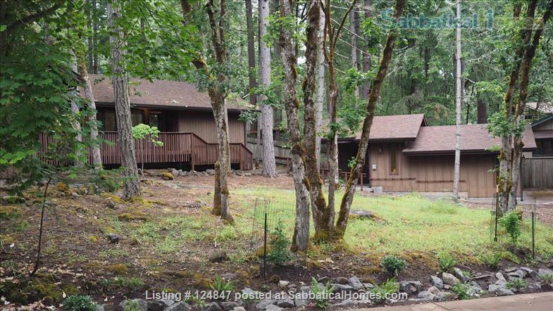 Fully Furnished Neighborhood 3BR 2B Home in Eugene's Southeast Hills Home Rental in Eugene, Oregon, United States 1