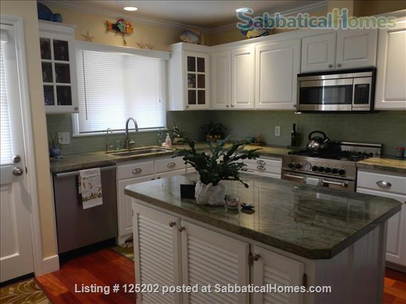 CASA DE LAS PALMAS , 3 br/2 bath  Fully furnished Beach-Style Cottage in Santa Barbara, CA Home Rental in Santa Barbara 2 - thumbnail