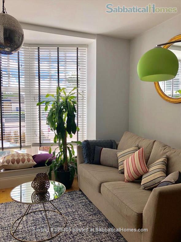 Bright Split level London Flat - Very Central Home Rental in London 0