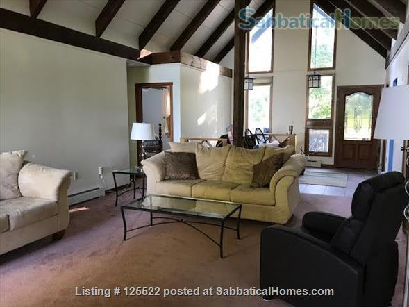 Three Bedroom on Lake Champlain, 20 min to Burlington Home Rental in South Hero, Vermont, United States 4