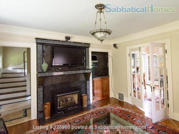 3 Bedroom Home, Walk to University of Washington Home Rental in Seattle, Washington, United States 2