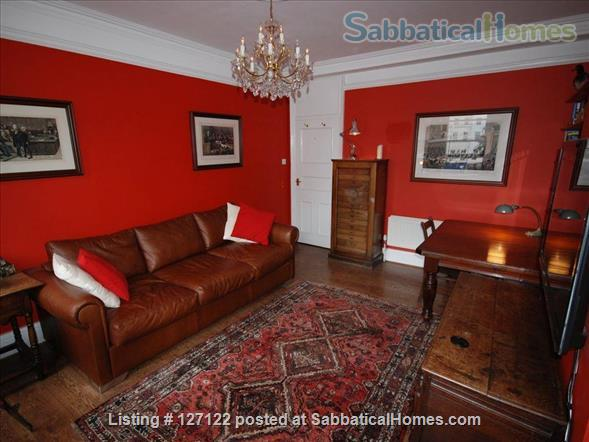 Characterful 1 bed flat in period Fitzrovia mansion block with roof terrace. Home Rental in Fitzrovia, England, United Kingdom 2