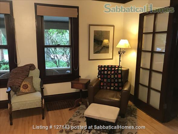 Cozy Bungalow Walking Distance to UW Campus Home Rental in Madison, Wisconsin, United States 2