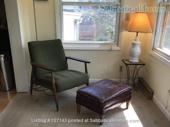 Cozy Bungalow Walking Distance to UW Campus Home Rental in Madison, Wisconsin, United States 5