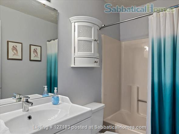 Fully Furnished - Spacious & Charming - UNC Home - Stylish Townhome Home Rental in Carrboro, North Carolina, United States 9