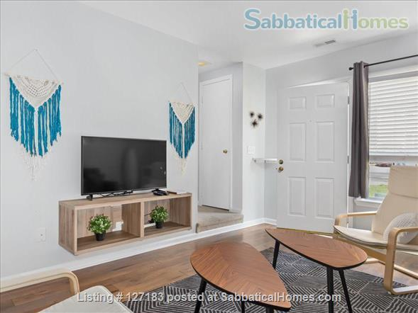 Fully Furnished - Spacious & Charming - UNC Home - Stylish Townhome Home Rental in Carrboro, North Carolina, United States 2