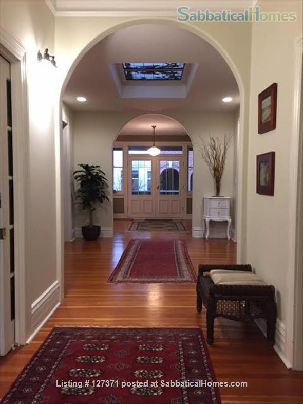 Walk to inner harbour. 2 Bdrm fully furnished suite  (with parking)  in Heritage Inn  Home Rental in Victoria, British Columbia, Canada 0