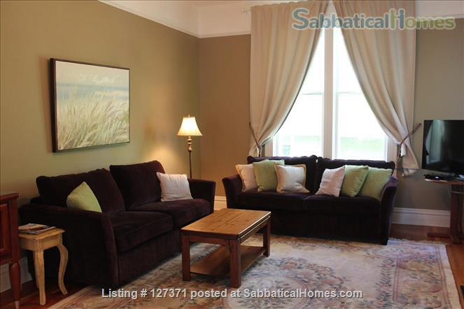 Walk to inner harbour. 2 Bdrm fully furnished suite  (with parking)  in Heritage Inn  Home Rental in Victoria, British Columbia, Canada 2