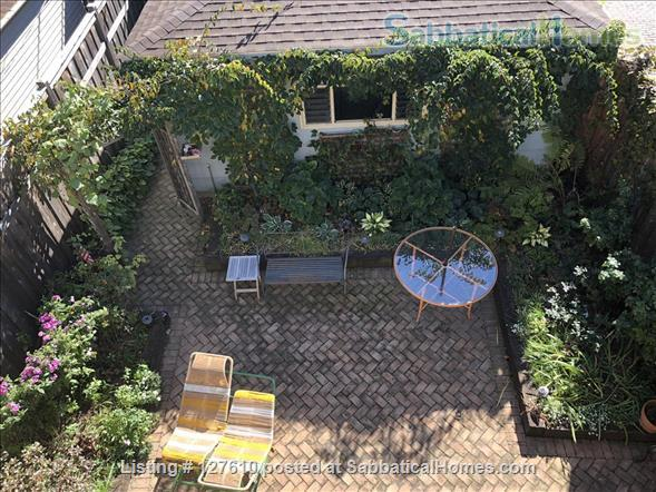 Chic European vibe:  light filled two bedroom apartment in the heart of  Lincoln Park, Chicago Home Rental in Chicago, Illinois, United States 9