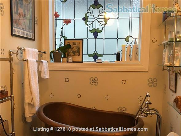 Chic European vibe:  light filled two bedroom apartment in the heart of  Lincoln Park, Chicago Home Rental in Chicago, Illinois, United States 5