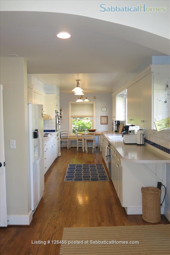 5 bed, 3.5 bath beautiful furnished home near University of Oregon Home Rental in Eugene, Oregon, United States 3