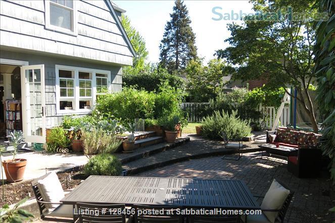 5 bed, 3.5 bath beautiful furnished home near University of Oregon Home Rental in Eugene, Oregon, United States 4