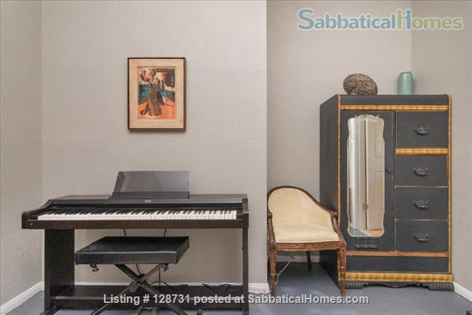 Quiet 1920's home with private porch Home Rental in Los Angeles, California, United States 8