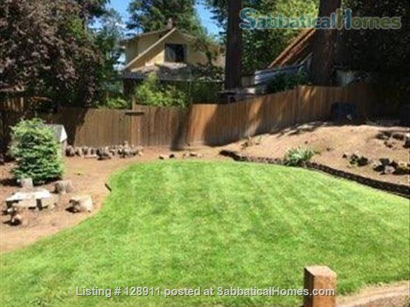 Charming house with HUGE, fully fenced yard in Multnomah Village! Home Rental in Portland, Oregon, United States 0