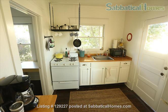 Studio Apartment in Central Highland Park - Convenient to Occidental, Pasadena, and Downtown. Home Rental in Los Angeles, California, United States 2