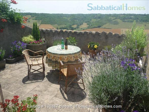 PEACEFUL RETREAT WITH DRAMATIC VIEWS FROM PRIVATE GARDEN AND TERRACE IN HEART OF HISTORIC CORDES-SUR-CIEL Home Rental in Cordes-sur-Ciel, Occitanie, France 9