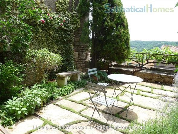 PEACEFUL RETREAT WITH DRAMATIC VIEWS FROM PRIVATE GARDEN AND TERRACE IN HEART OF HISTORIC CORDES-SUR-CIEL Home Rental in Cordes-sur-Ciel, Occitanie, France 5