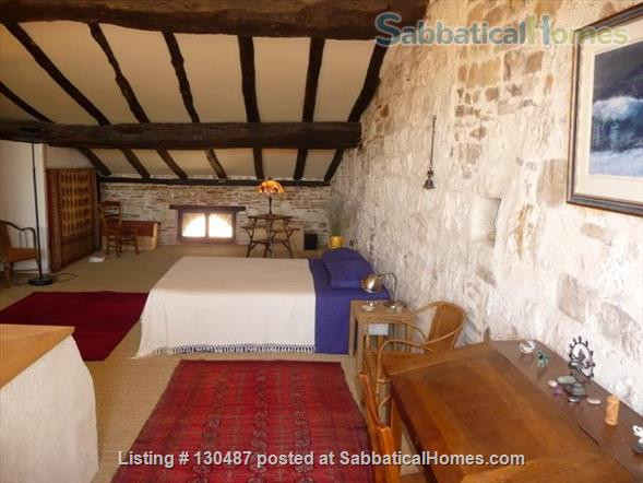 PEACEFUL RETREAT WITH DRAMATIC VIEWS FROM PRIVATE GARDEN AND TERRACE IN HEART OF HISTORIC CORDES-SUR-CIEL Home Rental in Cordes-sur-Ciel, Occitanie, France 8