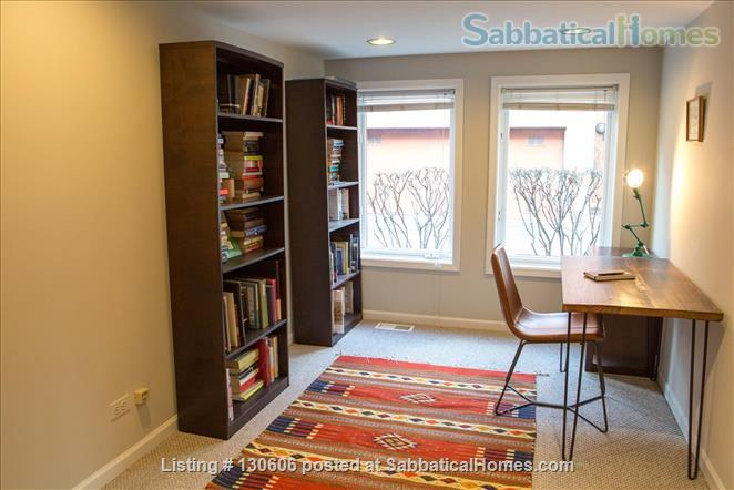 Bright, conveniently located townhome  Home Rental in Chicago, Illinois, United States 9