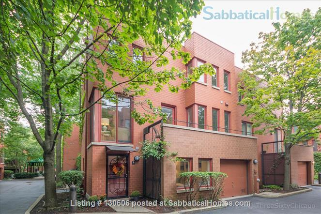 Bright, conveniently located townhome  Home Rental in Chicago, Illinois, United States 1